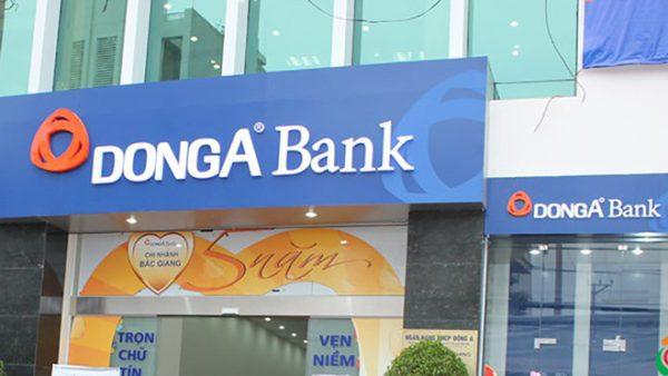 Làm thẻ ATM Đông Á tịa quầy giao dịch ngân hàng