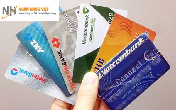 Phân biệt thẻ tín dụng và thẻ ghi nợ ATM