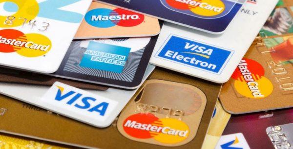 Cách phân biệt thẻ tín dụng và thẻ ghi nợ