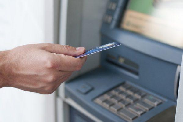 Rút tiền ATM khác ngân hàng