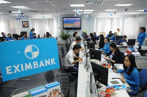 Mở thẻ Eximbank trực tiếp tại quầy giao dịch
