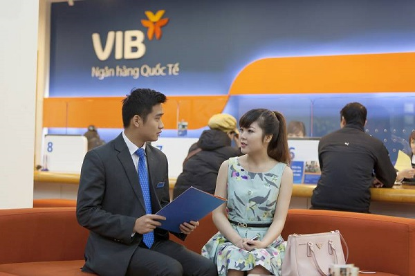 Mở thẻ Mastercard VIB tại quầy giao dịch của ngân hàng
