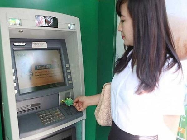 Lưu ý quan trọng khi bị nuốt thẻ ATM