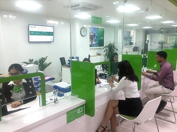 Chuyển tiền khác ngân hàng Vietcombank tại quầy giao dịch