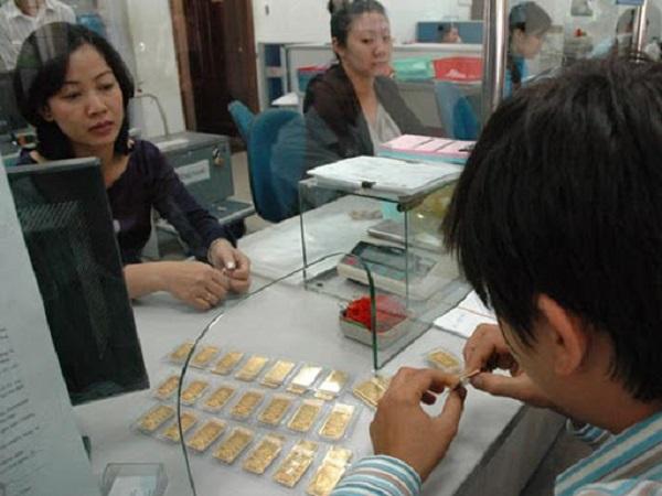 Hiện nay, có thể gửi tiết kiệm bằng vàng tại ngân hàng không?