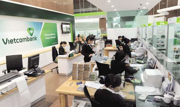 Khách hàng có thể chuyển tiền liên ngân hàng tại quầy Vietcombank