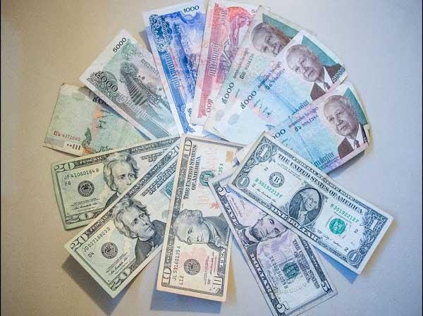 Campuchia sử dụng loại tiền gì?
