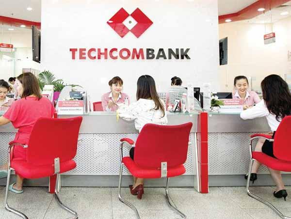 Khóa thẻ TechcomBank tại phòng giao dịch