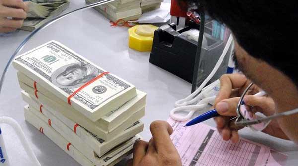 Các sản phẩm mua bán ngoại tệ Eximbank