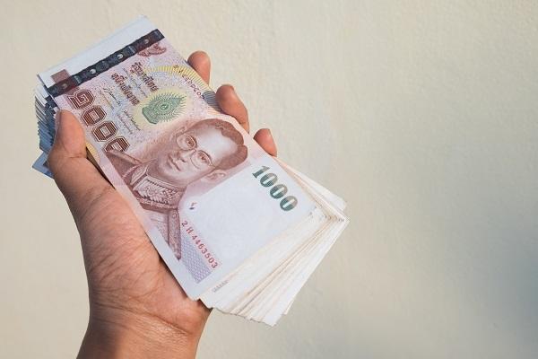 Nên đổi tiền Bath Thái tại ngân hàng để đảm bảo an toàn nhất