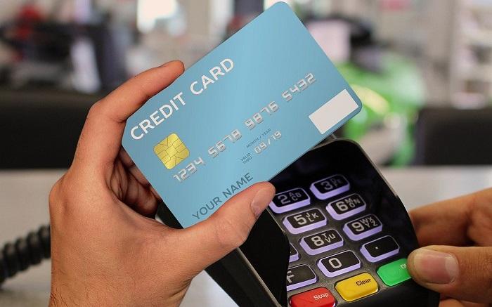 Đăng ký hạn mức thẻ không quá 50% thu nhập