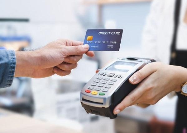 Hạn chế rút tiền mặt thẻ tín dụng