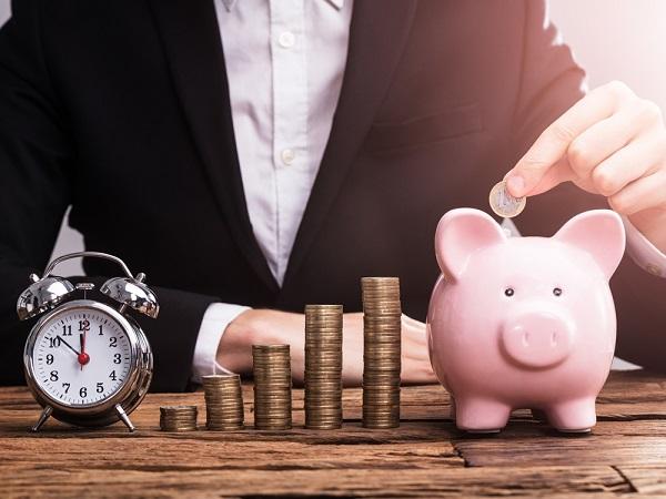 Vậy, có tiền nhàn rỗi nên mua vàng hay gửi tiết kiệm?
