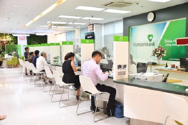 Ưu điểm khi rút tiền tại quầy giao dịch ngân hàng VietcomBank
