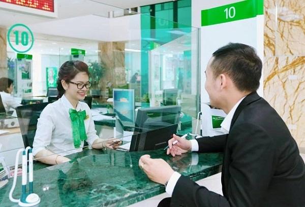 Một số lưu ý khi rút tiền tại quầy ngân hàng VietcomBank