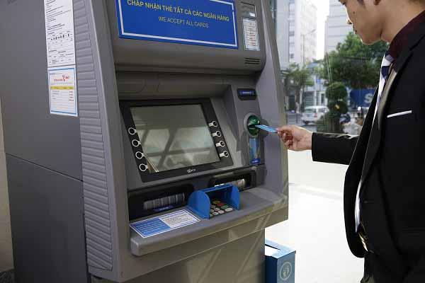 Hướng dẫn cách rút tiền thẻ ATM SacomBank tại cây ATM