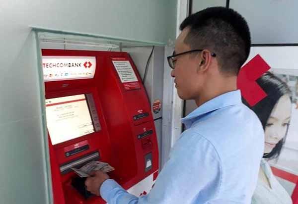 Hạn mức rút tiền thẻ ATM TechcomBank là gì?