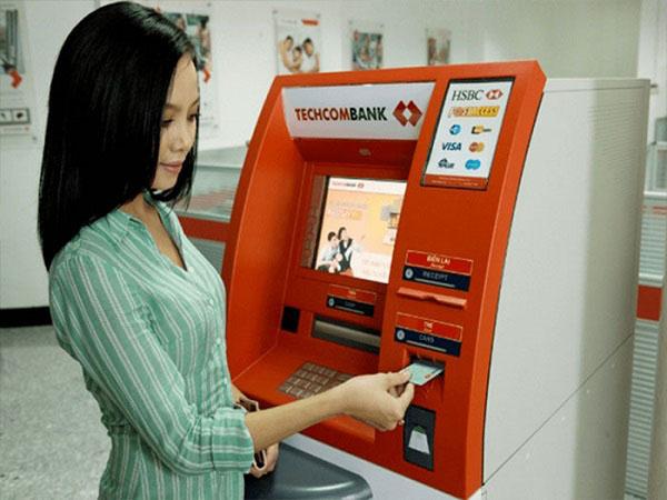 Thẻ tín dụng TechcomBank rút tiền mặt được không?