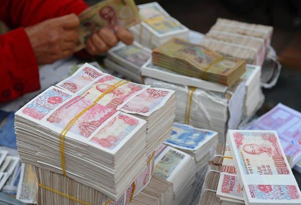 Đổi tiền mới ở ngân hàng mất phí không?