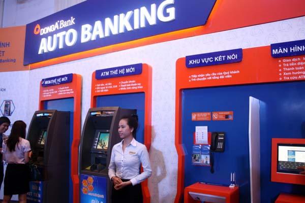 Chuyển tiền tại cây ATM