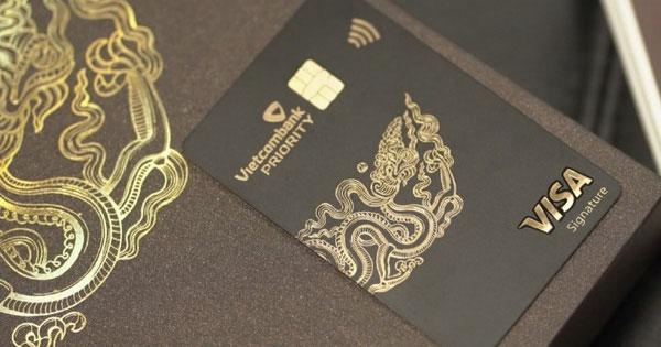 Thẻ VIP VietcomBank Priority trông đơn giản nhưng chứa đầy quyền lực của giới thượng lưu