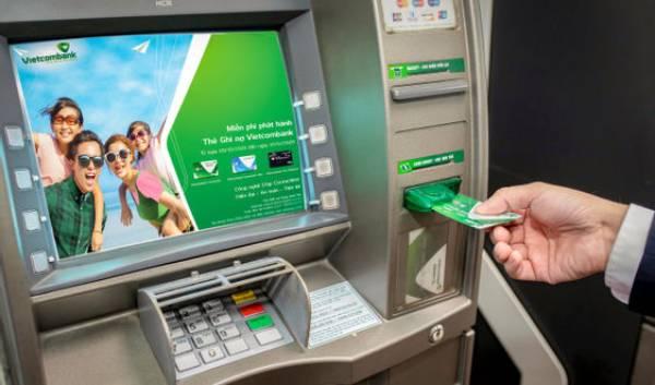 Kích hoạt thẻ ATM VietcomBank trên hệ thống máy ATM VietcomBank